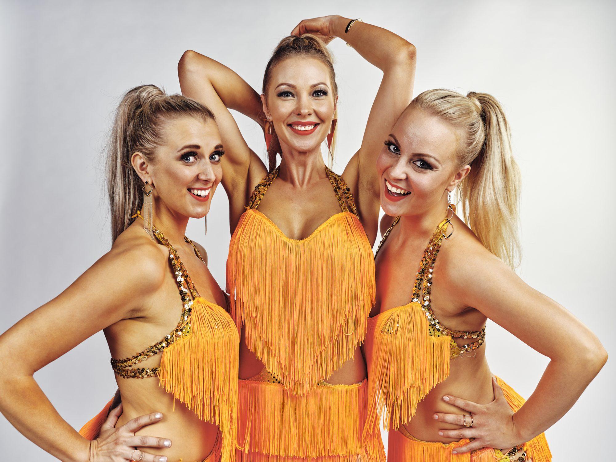 Tanssiryhmä Deja-vu koostuu pitkänlinjan ammattiesiintyjistä, jotka ottavat lavan haltuun tapahtuman luonteesta riippumatta.